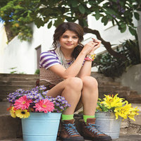 Selena-gomez-teen-vogue-magazine-june-july-2009-pic-1